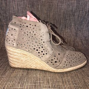Toms, wedge shoes